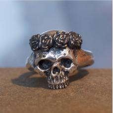 Кольцо Череп с розами